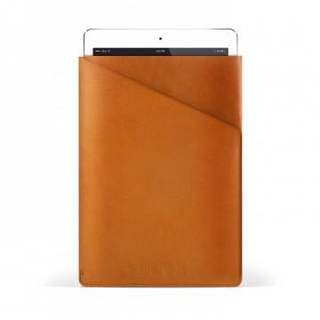 Slim Fit iPad Air - Suojakotelo:  Mujjon Slim Fit iPad Air -suojakotelo on leikattu yhdestä parkitun nahan palasta, jossa on vain yksi tikkaus. Näin...