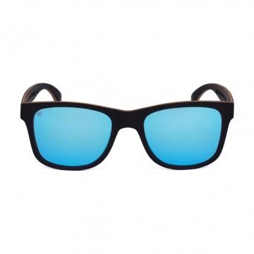 Blues Eeben (Sininen) - Aurinkolasit:  Puiset Aarni Blues -aurinkolasit on klassikkomalli, jonka design on ajan saatossa testattu ja hyväksi havaittu....