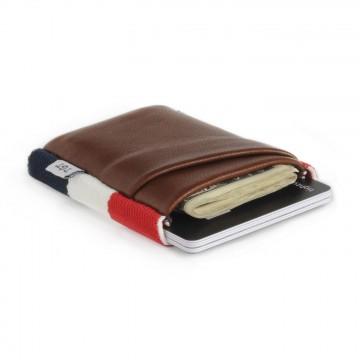 Deluxe - Lompakko:  TGT Deluxe -lompakossa on tuplatasku, jonka avulla voit organisoida paremmin ja kantaa enemmän. Lompakko tarjoaa...