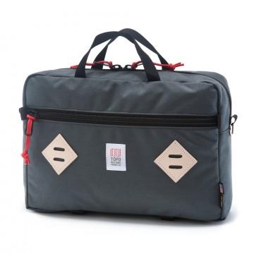 Mountain Briefcase - Väska:  Mountain Briefcase är en mångsidig vardagsväska som är perfekt för både arbete och fritid. Den har en klassisk...