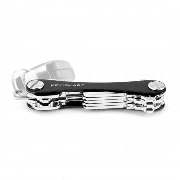 KeySmart Aluminum - Avaimenperä:  KeySmart on minimalistinen avaimenperä, joka eliminoi kömpelön ja taskussa kilisevän avainnipun. Sen kompakti koko...