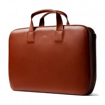 Laptop Brief Designer's Edition - Laukku:  Laptop Brief Designer's Edition -laukun tasainen nahka, viimeistellyt reunat ja ylellinen sisäosio antavat fiksun...