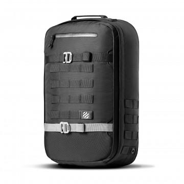 Monolith Daypack - Reppu:  Monolith Daypack -reppu on suunniteltu täydelliseksi päivittäiseksi kumppaniksi arkeen ja reissun päälle....