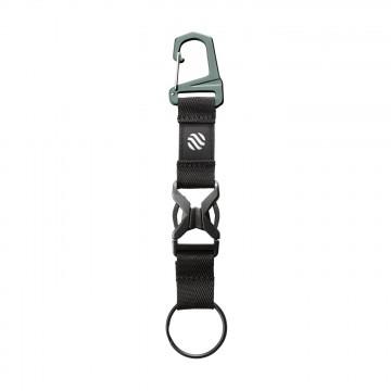 Transit Line Keychain - Avaimenperä:  Voit kiinnittää tämän avaimenperän minkä tahansa Transit Line -sarjan laukun sisällä olevaan organisointiosioon. Tai...