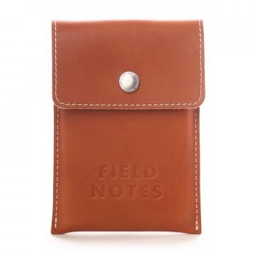 Pony Express - Muistikirjakotelo:  Pony Express -muistikirjakoteloon mahtuu kolmen vihkon Field Notes -setti täydellisesti. Kotelo on käsin valmistettu...