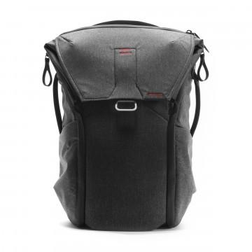 Everyday Backpack 20 L - Reppu:  Peak Design Everyday Backpack -reppu mukautuu päivääsi ja mitä tahansa mukana kannatkin. Läpässä oleva MagLatch...