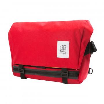 Messenger Bag - Laukku:  Messenger Bag -laukku on tehty kestämään. Siitä löytyy vedenkestävät YKK-vetoketjut ja kaksiosainen suljinmekanismi...