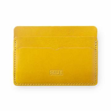 Panama+ - Lompakko:  Panama+ -lompakko on mainio valinta niille, joitka haluavat kantaa mukanaan vain tärkeimmät. Lompakossa on 4...