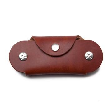 Key Case - Avainkotelo:  Key Case -avainkotelossa avaimet pysyvät suojassa eivätkä naarmuta laukkua tai housuja. Kiristä ruuvit avainpinon...