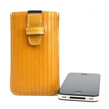iPhone - Suojakotelo:  Kestävä ja tyylikäs kotelo, joka pitää iPhonen uudenveroisessa kuosissa. Kotelo on valmistettu käytöstä poistetusta...