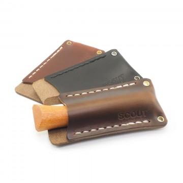 Single Sheath Pocket Protector - Tarvikesuoja:  Nahkainen Single Sheath Pocket Protector suojaa taskutyökaluja naarmuilta ja pitää ne siististi yhdessä paketissa....