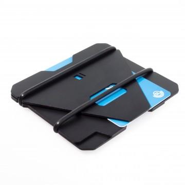 B Aluminum - Lompakko:  B Aluminium on pieni, kolmesta anodisoidusta alumiinilevystä valmistettu lompakko, jossa on hyvin tilaa yleisimmille...