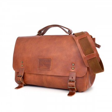 Aire Messenger Bag - Size 1:  This bag is designed and made for lifetime. It's durable and very functional, allowing a very easy access to the...