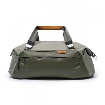 Travel Duffel 35 L - Laukku:   Duffel-laukku modernilla twistillä.    35 litran kapasiteetillaan TravelDuffel -laukku mahtuu käsimatkatavaraan...