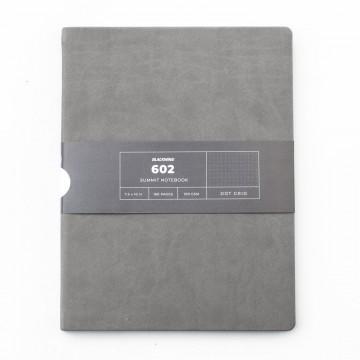 602 Summit 3-Pack - Muistivihko:  Blackwing 602 Summit -muistikirjassa on 160 sivua korkealaatuista paperia harmaiden pehmeiden kansien sisällä....