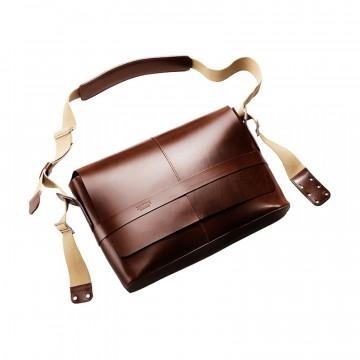 Barbican Leather - Olkalaukku:  Barbican Leather -laukku on valmistettu Englannissa samasta kestävästä nahasta kuin legendaariset Brooks-satulat....