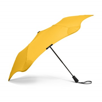 XS Metro Umbrella:  Blunt XS Metro folds up and easily slide into the sleeve and can be carried in a bag.The tips of the Blunt umbrella...