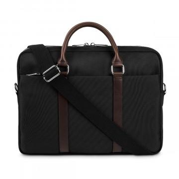Little Briefcase - Laukku:  Little Briefcase on vaivatta mukana kulkeva läppärilaukku töihin. Pehmustettuun kannettan paikkaan menee 13-15