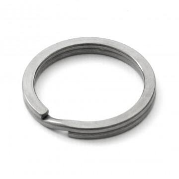 Titanium - Avainrengas:  100% titaanista valmistettu 32 mm avainrengas tuo tyyliä ja keveyttä avainnippuusi.