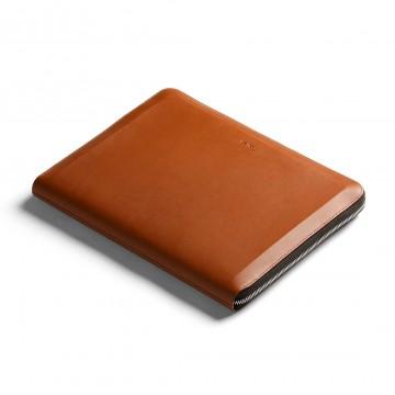 Tech Folio - Kansio:  Tämä vetoketjullinen kansio järjestää läppärisi, puhelimesi, kaapelit ja muut päivittäiset työvälineet yhteen...