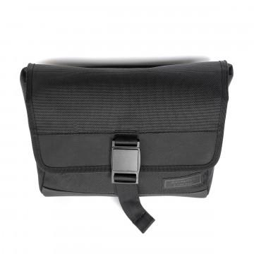 Dayfarer Sling - Laukku:  Dayfarer Sling on matalaprofiilinen laukku kevyille kantamuksille. Sitä voi pitää kropan poikki sling-tyyliin,...