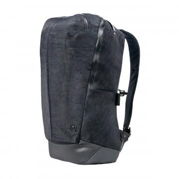 Minimalist Daypack - Reppu:  Vaikka Minimalist Daypack -reppu suoriutuu ulkoilmassa, sen on yhtä lailla kotonaan taidegallerian tai...