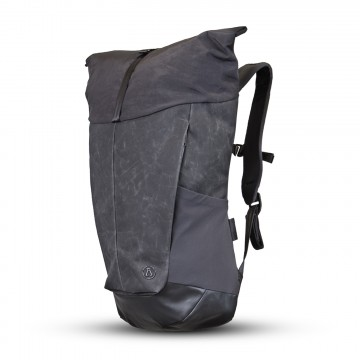 Roll Top Daypack - Reppu:  Roll Top Daypack kantaa tärkeimmät tavarasi niin työmatkalla läppärin kanssa kuin rantavisiitillä pyyhkeiden kera....