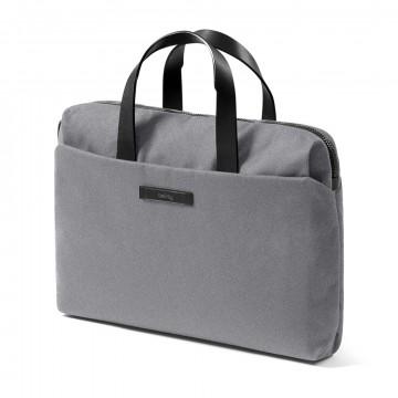 Slim Work Bag - Axelväska:  Det är en ny typ av jobbväska - förfinad och smärt, formell men ändå avspänd. För den moderna yrkesmannen som tycker...