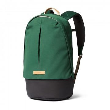 Classic Backpack Plus - Reppu:  Classic Backpack Plus -repussa on klassinen design ja paljon ominaisuuksia. Reppu on suunniteltu aktiiviseen...
