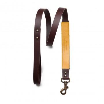 Dog Leash - Talutushihna:  Tämä talutushihna on valmistettu laadukkaasta kasvisparkitusta nahasta Espanjassa. Sen 115 cm pituus on mukava ja 3...