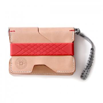 P01 Pioneer - Lompakko & kynä:   Lompakko:    P01 Pioneer -lompakko antoi Dangolle mahdollisuuden suunnitella jotain mitä he itse käyttäisivät...