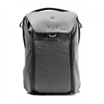 Everyday Backpack 30 L - Reppu:  Hiljattain päivitetty Everyday Backpack -reppu on rakennettu helppokäyttöisyyttä, organisointia, laajennettavuutta...