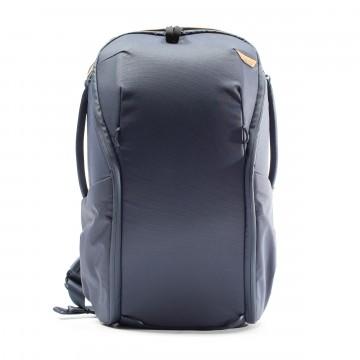 Everyday Backpack Zip 20 L - Reppu:    Vähäeleinen ja muunneltava reppu kaupunkiin      Everyday Backbag Zip on ulkonäöltään ja linjoiltaan tyylikkään...