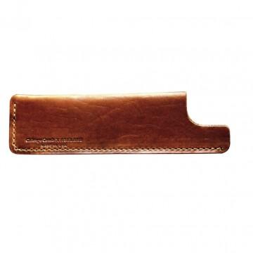 Kamfodral - Model 1:  Anpassad läderslida speciellt utformad för Chicago Comb Model 1 och Model 3. Handgjord av läder från Chicagos...