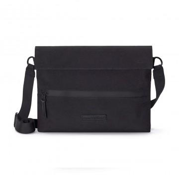 Pablo - Laukku:  Pablo-laukku tarjoaa yksinkertaisen ja käytännöllisen tavan kantaa tablettia, kaapeleita, latureita ja muita...