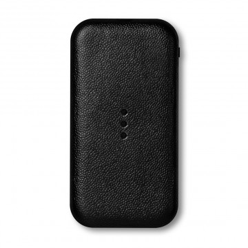 Carry - Varavirtalähde:  Carry on asiallisen näköinen varavirtalähde, jota on helppo käyttää ja kantaa mukana. Se saa laitteesi nollasta...