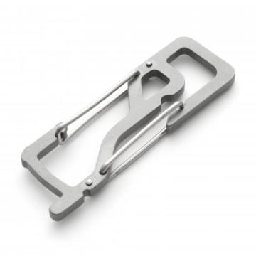 KT5 Key Titan - Karabiini:  KT7-karabiinerissä on portti sekä joustava lenkki, mikä pitää avaimet paikoillaan ja hiljaisina. Kaksoisrakenteen...