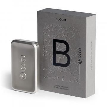 Bloom - Hajuvesi:  Bloom on arvoituksellinen, jopa mystinen. Kurjenmiekan kukkaisvivahde, orvokin lehti ja katajanmarja yhdistyy...