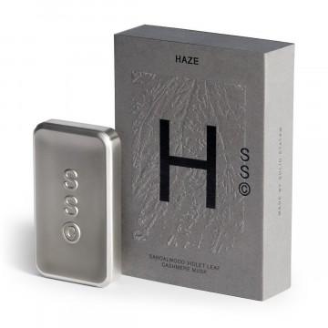 Haze - Hajuvesi:  Haze tuoksuu kuin elämä vuoristometsässä, paini karhua vastaan, kiipeily kallioilla ja mäntyneulapedissä nukkuminen....