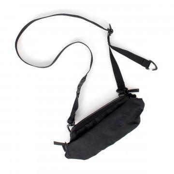 Annex Carrier™ - Laukku:  Annex Carrier on suunniteltu pitämään mukana vain tärkeimmät - tavallaan kuin taskujesi jatkeena, kompaktissa koossa...