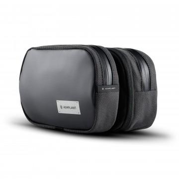 Carry Essentials Dopp Kit - Pesulaukku:  Carry EssentialsDopp Kit toimii sekä ripustettavana että pöydällä pysyvänä pesulaukkuna, johon saat organisoitua...