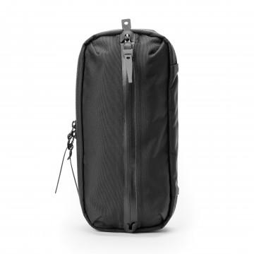 TKS Tech-Kit Sling - Laukku:  TKS on siisti, uuden tyyppinen Tech-Kit joka muuntuu sling-laukuksi käden käänteessä. Ota hihna takapaneelista,...