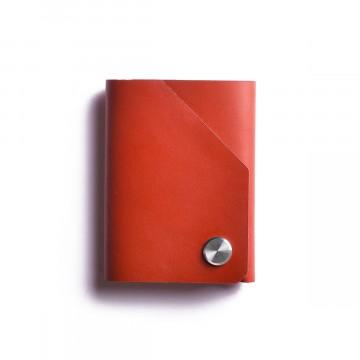 Cash Wallet - Lompakko:  Cash Wallet -lompakon taitettu muotoilu tarjoaa tilaa 20 setelille ja vaivattoman pääsyn tärkeisiin kortteihin....