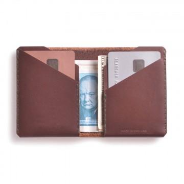Winston Wallet - Lompakko:  Winston-lompakko tekee töitä jotta taskusi eivät rasitu. Sen bifold-muoto tarjoaa tilaa 12 kortille ja useille...
