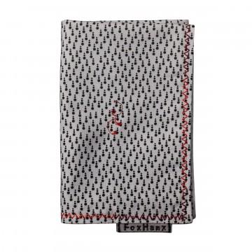 Dot - Taskuliina:  Tässä mustavalkoisen sävyisessä Fox Hanx -taskuliinassa on uniikki pisteprintti kirjavalla punaisella...
