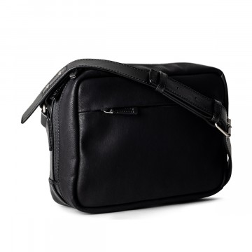 All-Rounder Pack - Laukku:  All-Rounder -laukussa on rosoisuus ja sulavuus sopivasti tasapainossa. Käytännöllinen koko sopii päivittäiseen...