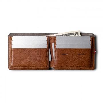 Cash Card - Lompakko:  Kun avaat Cash Card -lompakon ensimmäisen kerran, kuulet uuden nahan narahduksen joka vain odottaa sisäänajoa ja...