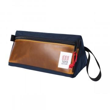 Dopp Kit Heritage - Pesulaukku:  Klassinen Dopp Kit on suunniteltu perinteikkäsistä materiaaleista. Horween-nahasta tehty etupaneeli takaa...