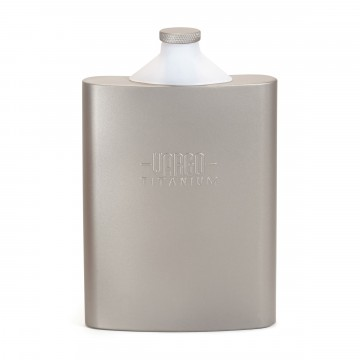 Titanium Funnel - Taskumatti:  Patentoidun Vargo Funnel -taskumatin integroitu silikonisuppilo on aina siellä missä sitä tarvitset. Kun käännät sen...