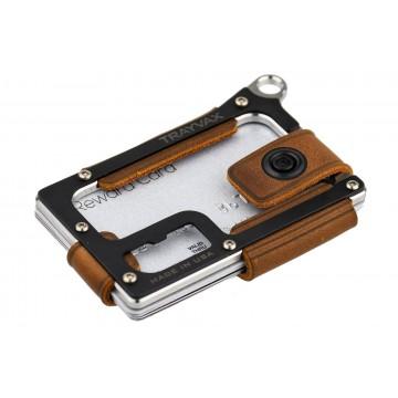 Contour - Lompakko:   Contour-lompakon alaosa on CNC-tarkkuuskoneistettu ruostumattomasta teräksestä, titaanista tai messingistä. Yläosa...